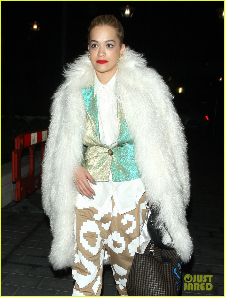 rita ora enjoys dinner out while home in london 123010701