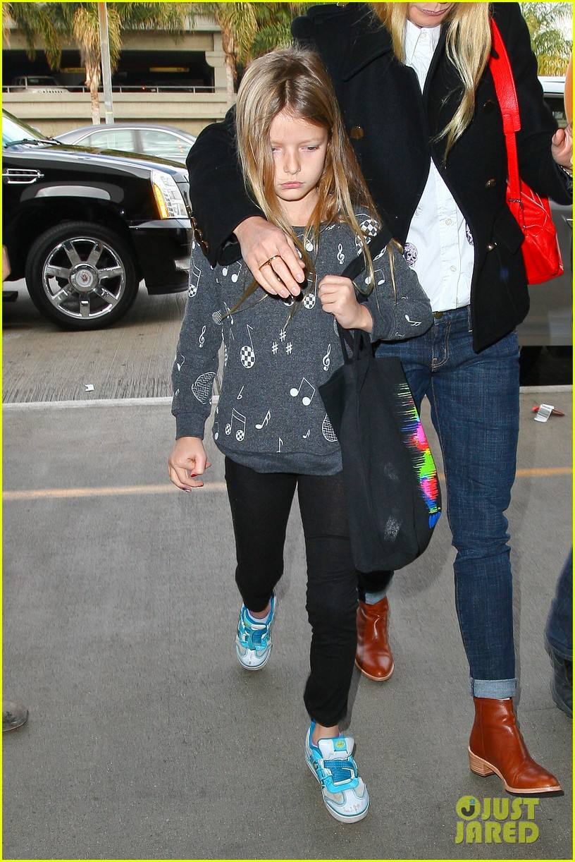 gwyneth paltrow rushes into lax airport with daughter apple 073014466