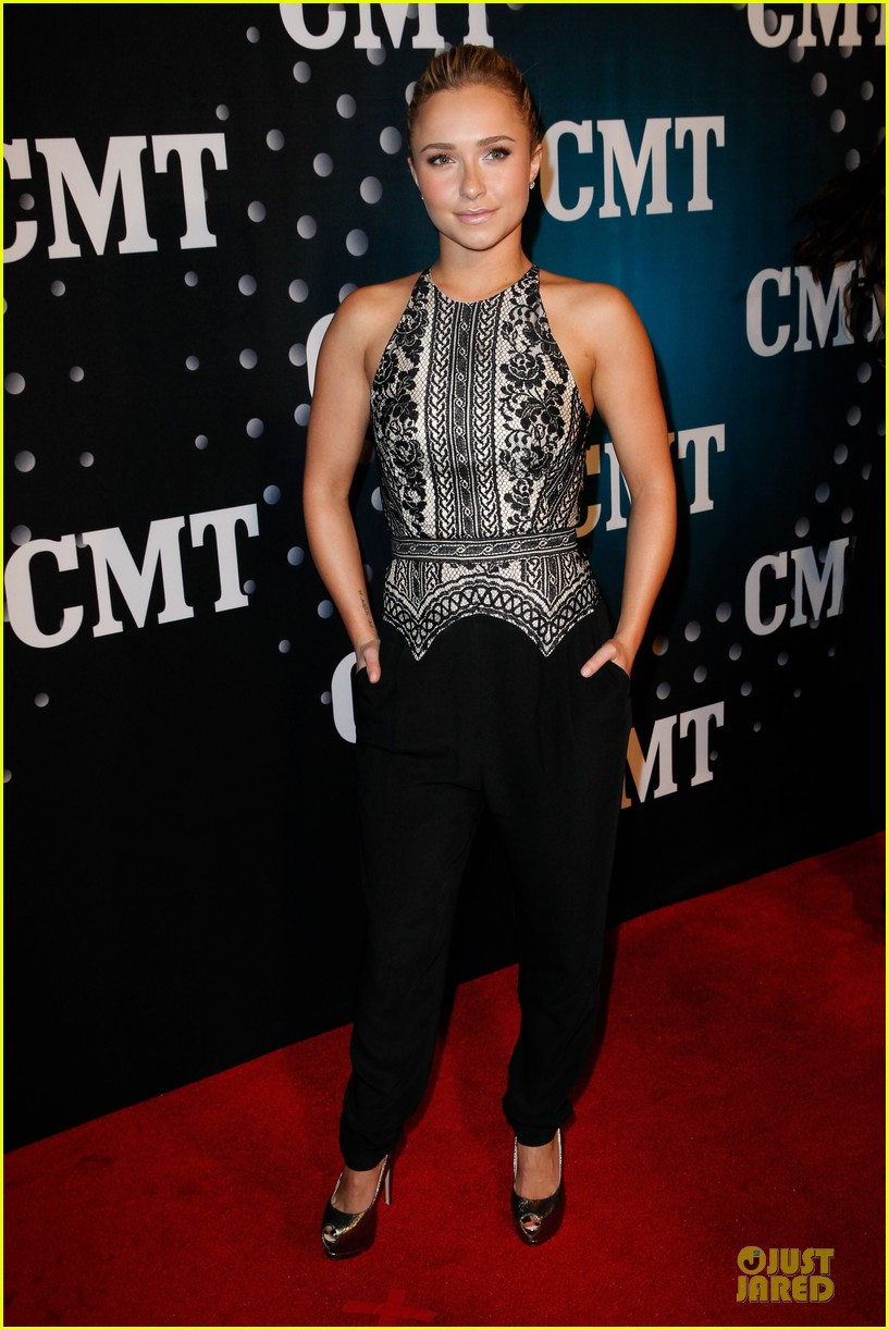 hayden panettiere cassadee pope cmt artists of the year 2013 01
