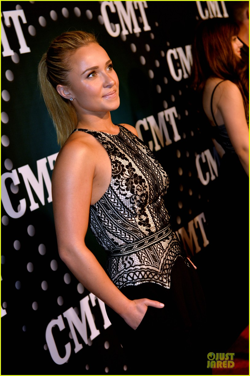 hayden panettiere cassadee pope cmt artists of the year 2013 083004664