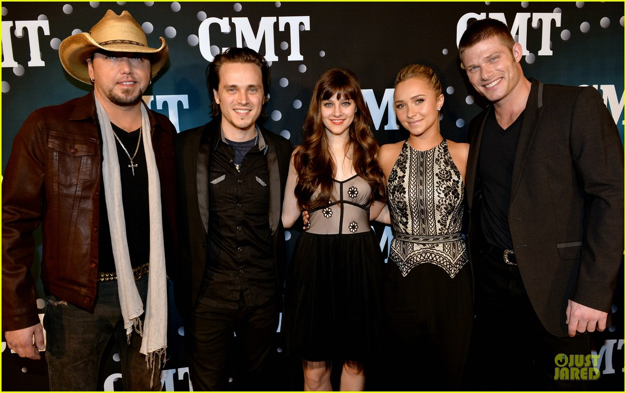 hayden panettiere cassadee pope cmt artists of the year 2013 093004665