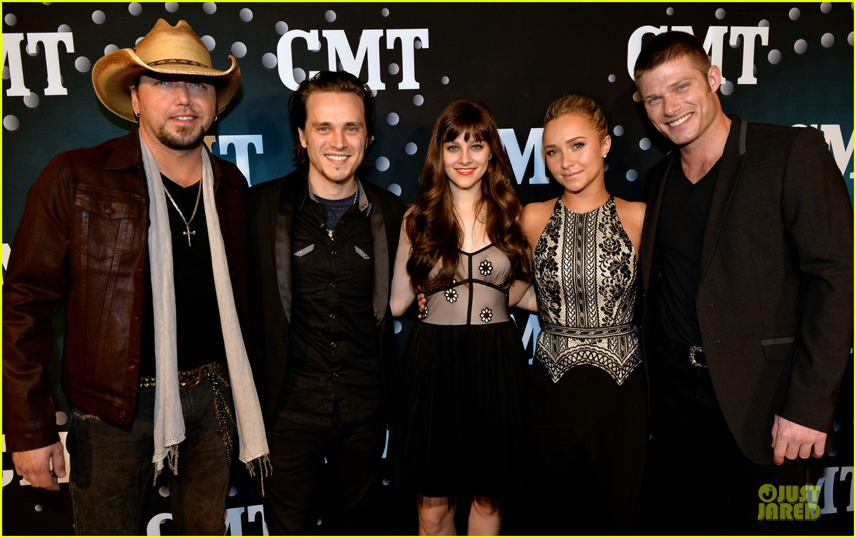 hayden panettiere cassadee pope cmt artists of the year 2013 113004667