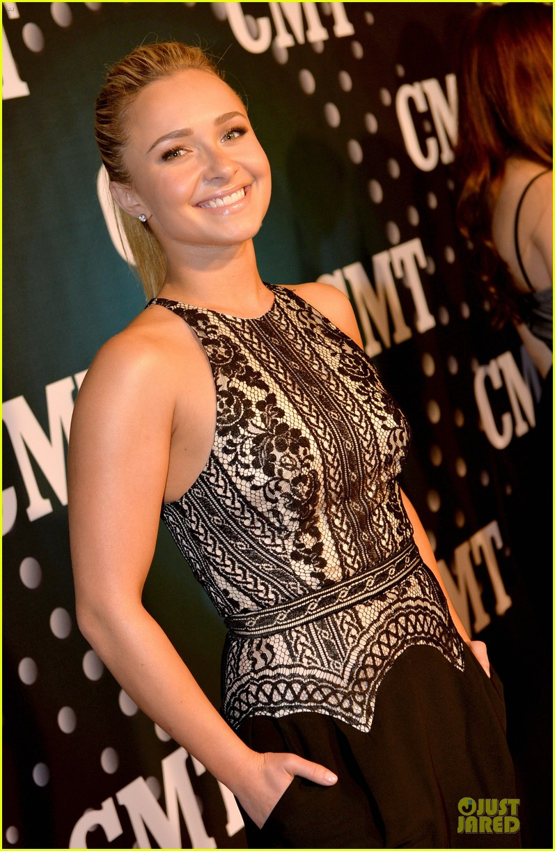 hayden panettiere cassadee pope cmt artists of the year 2013 143004670