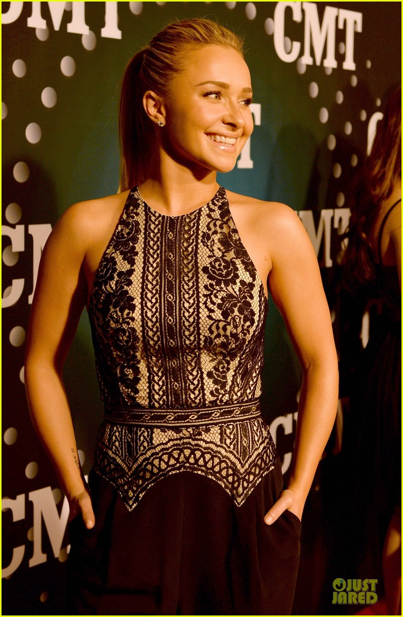 hayden panettiere cassadee pope cmt artists of the year 2013 163004672
