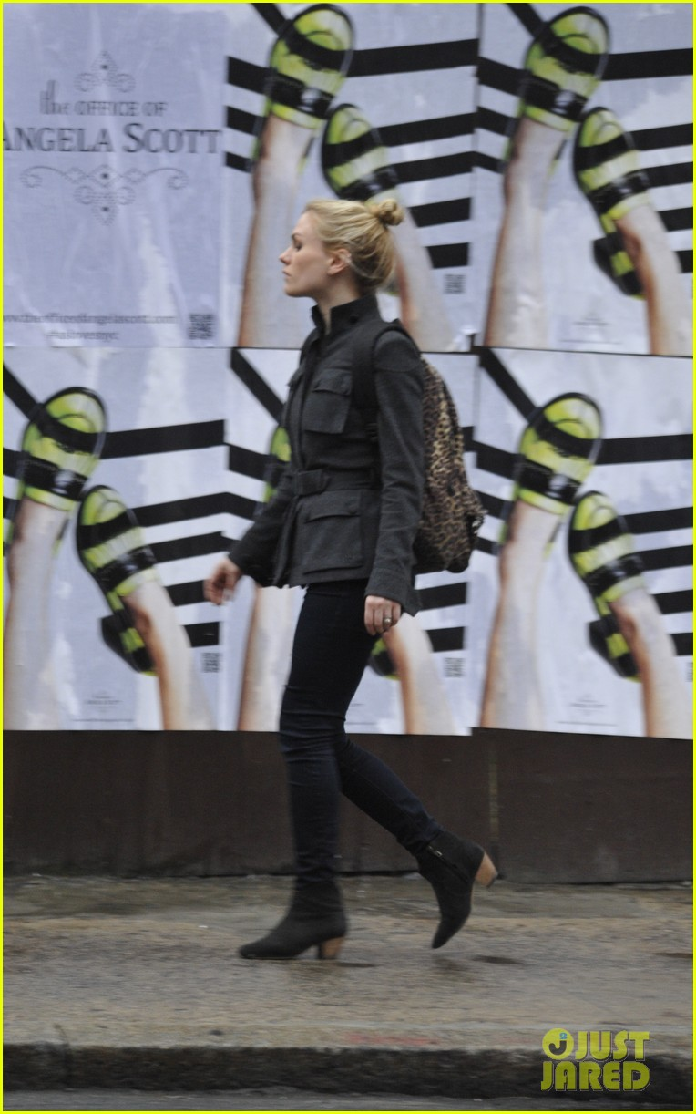anna paquin steps out before stephen moyers live sound of music 013005555