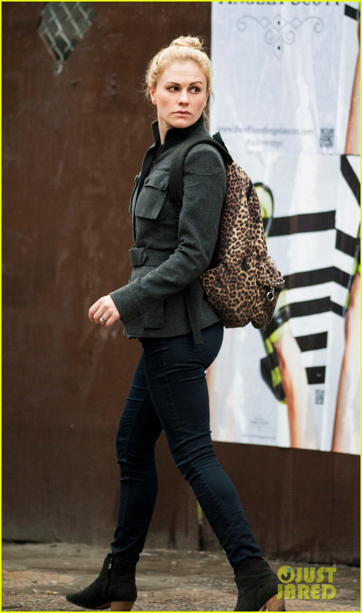 anna paquin steps out before stephen moyers live sound of music 033005557
