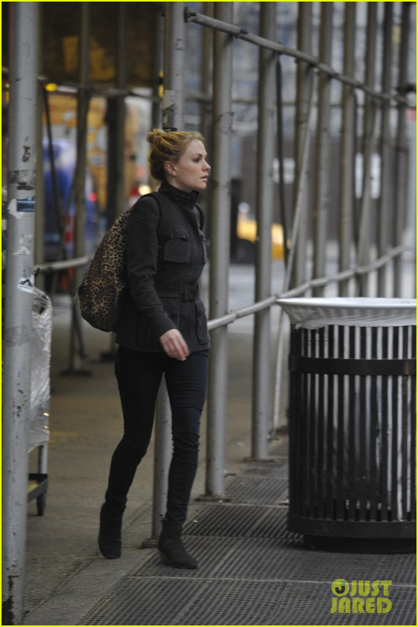 anna paquin steps out before stephen moyers live sound of music 043005558