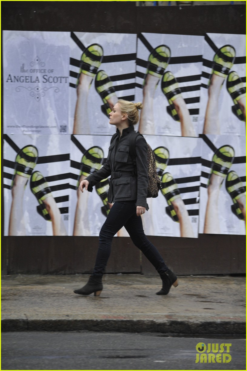 anna paquin steps out before stephen moyers live sound of music 053005559