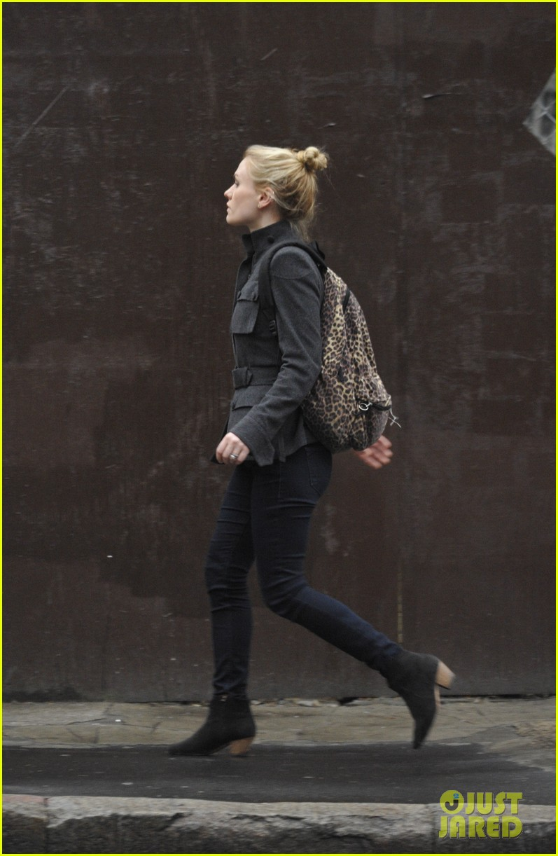 anna paquin steps out before stephen moyers live sound of music 093005563