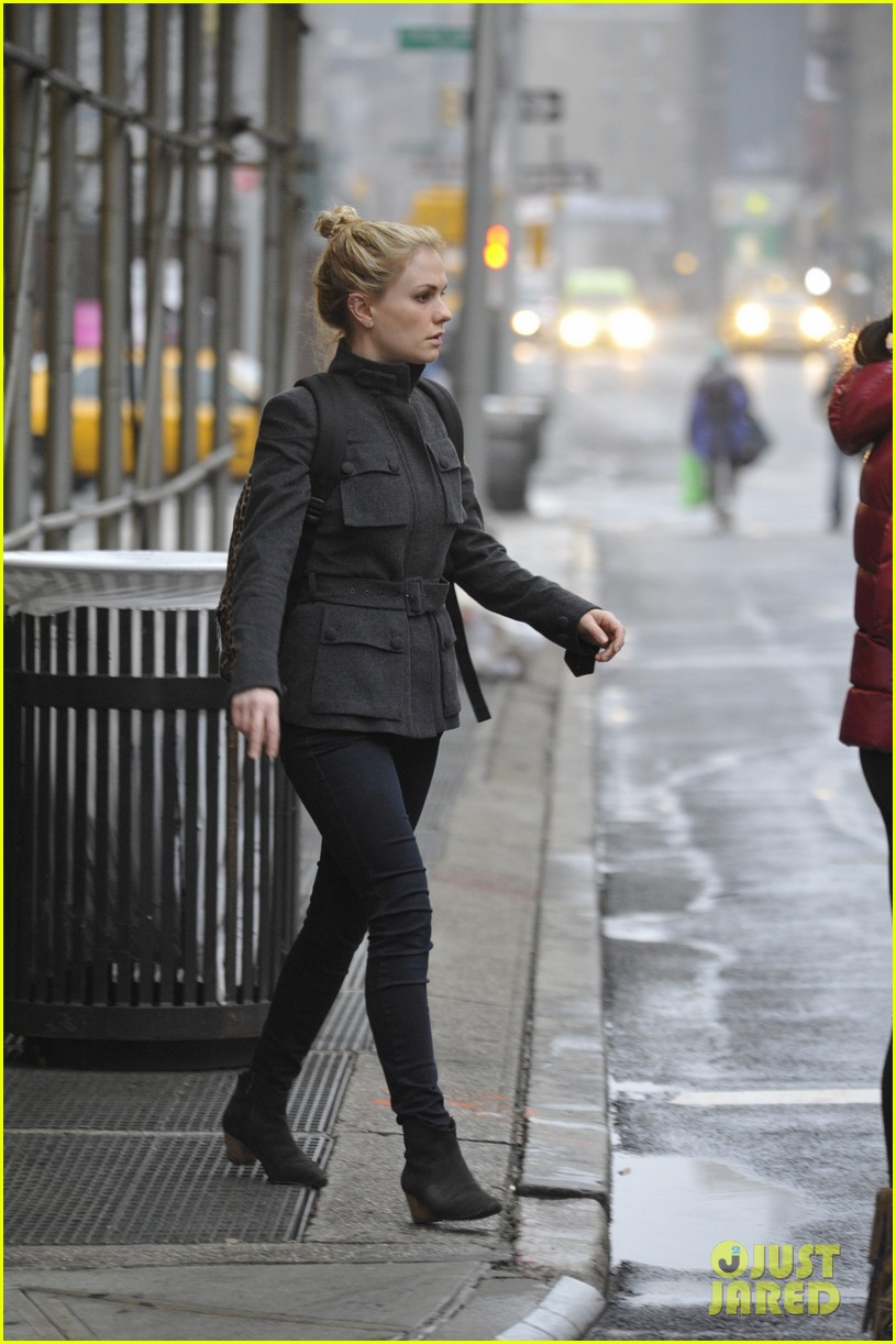 anna paquin steps out before stephen moyers live sound of music 113005565