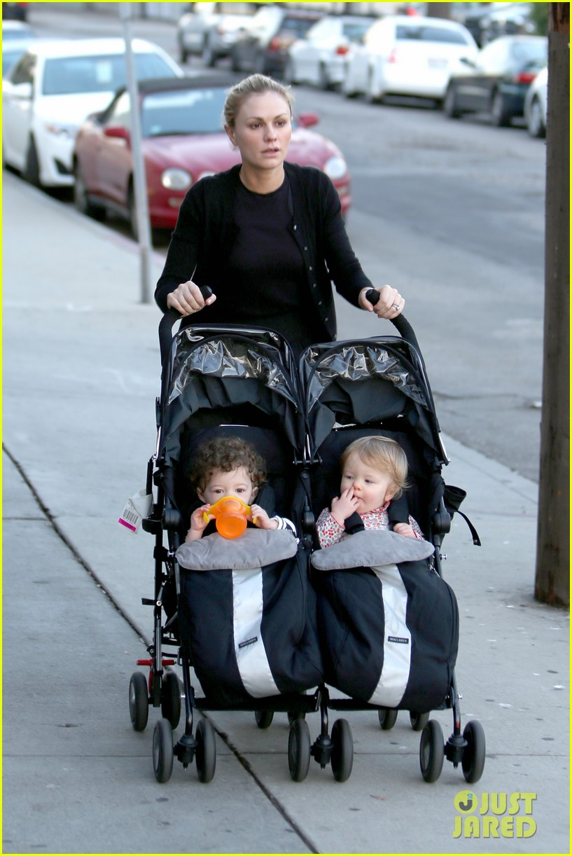 Anna Paquin Walks With Charlie Amp Poppy For Afternoon