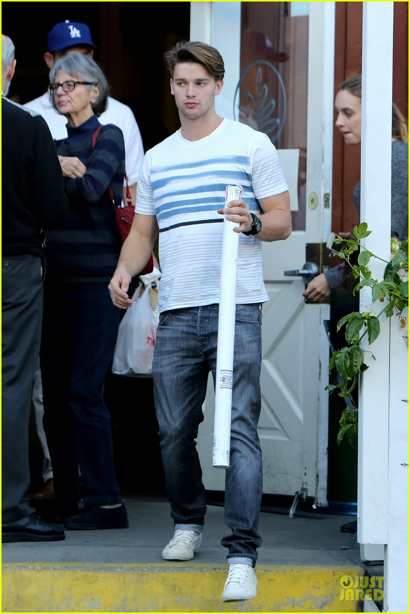 patrick schwarzenegger holiday shopping with taylor burns 023004046