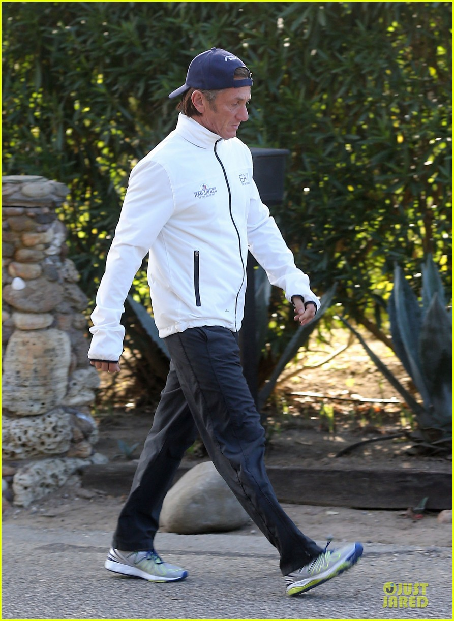 sean penn joins instagram during haiti trip 173010263