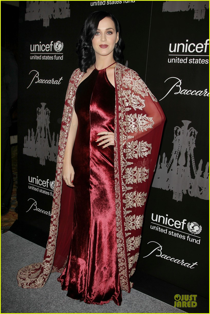katy perry christina ricci unicef snowflake ball 2013 01