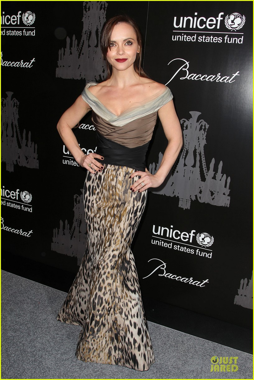 katy perry christina ricci unicef snowflake ball 2013 053004495