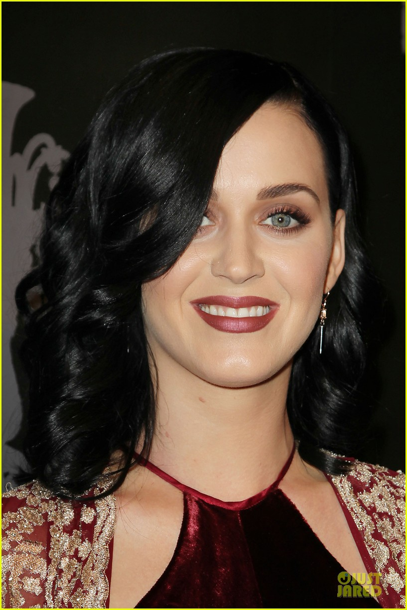 katy perry christina ricci unicef snowflake ball 2013 093004499