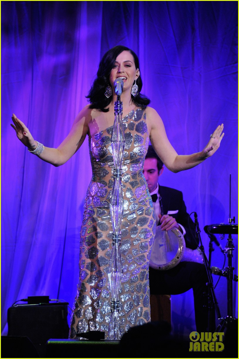katy perry unicef snowflake ball 2013 performer 04