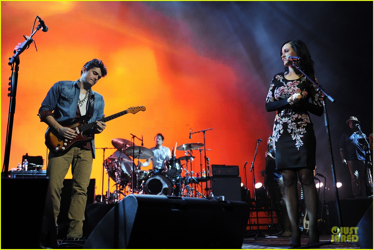 katy perry surprise performer at john mayer brooklyn concert 023014014