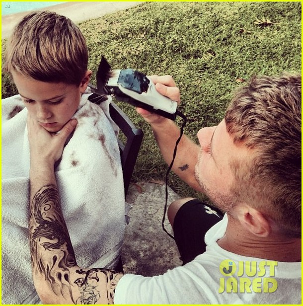 ryan phillippe cuts his son deacons hair see the photo 03