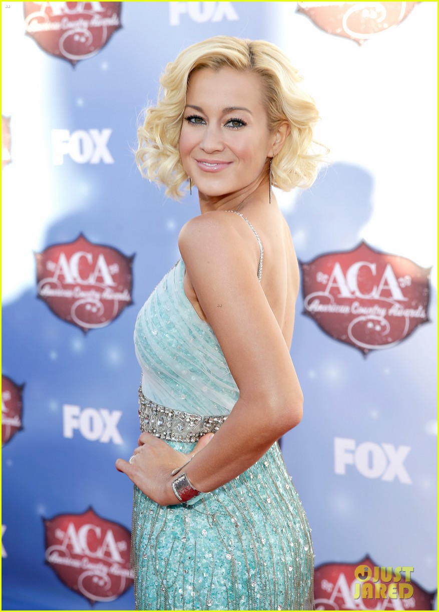 kellie pickler lauren alaina acas 2013 red carpet 083009219