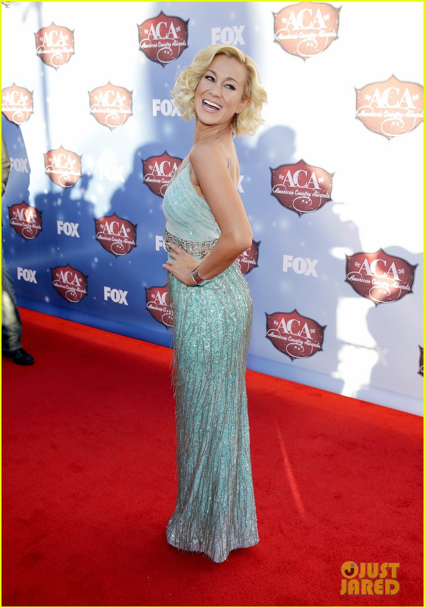 kellie pickler lauren alaina acas 2013 red carpet 12