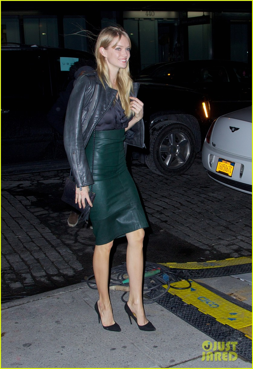 behati prinsloo candice swanepoel vs show viewing party 053009505