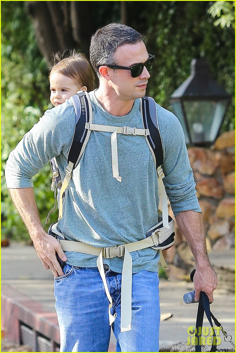 freddie prinze jr walks the dog with son rocky 023012853