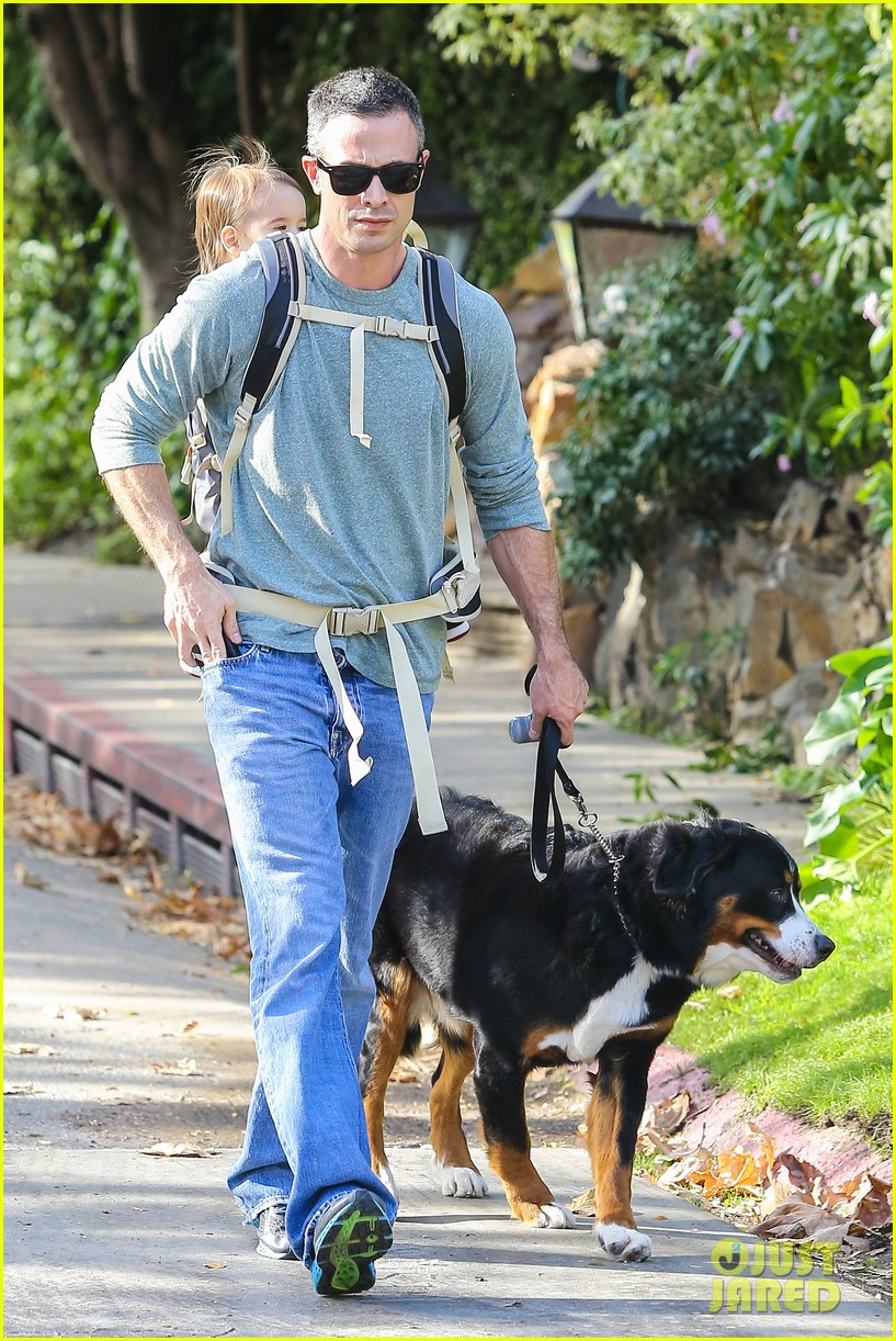 freddie prinze jr walks the dog with son rocky 033012854