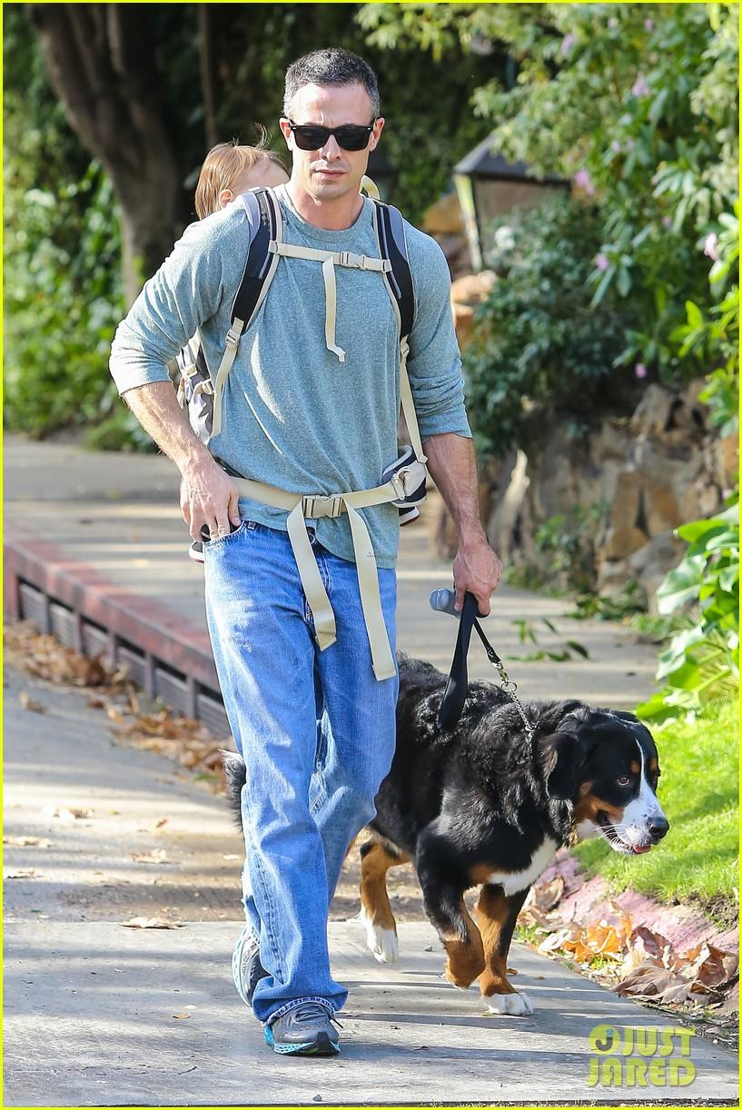 freddie prinze jr walks the dog with son rocky 053012856