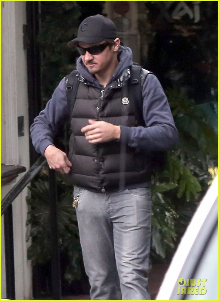 jeremy renner jennifer lawrence is very very grounded 013015309