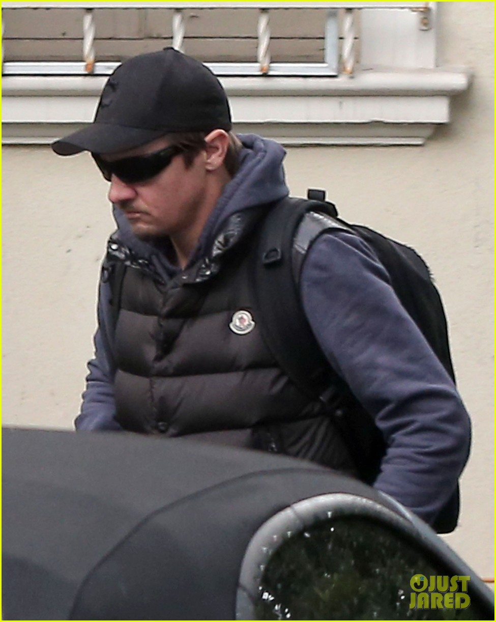 jeremy renner jennifer lawrence is very very grounded 033015311