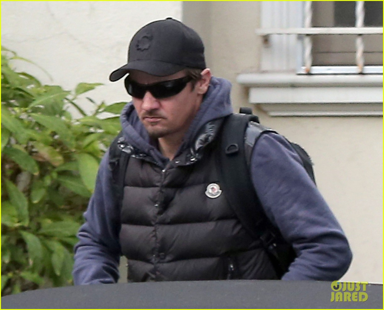jeremy renner jennifer lawrence is very very grounded 063015315