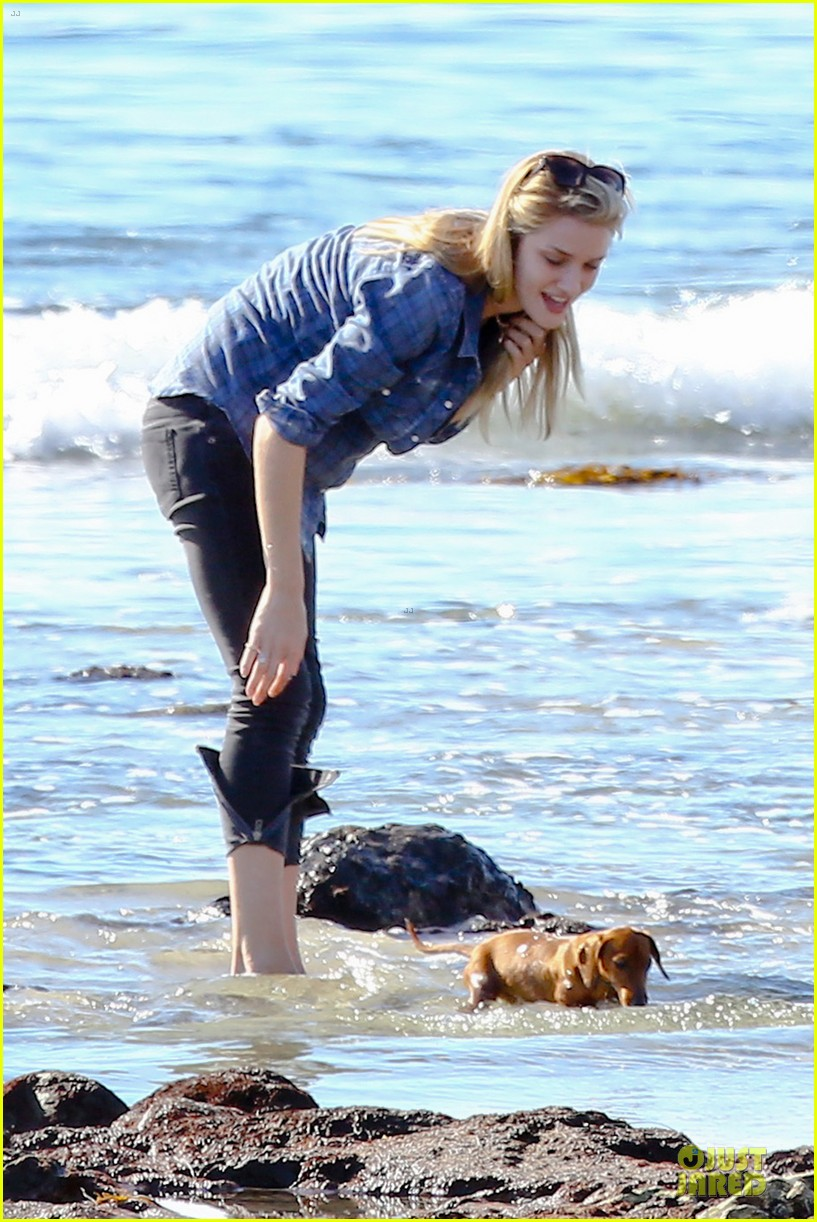 rosie huntington whiteley malibu beach with jason statham 023018629