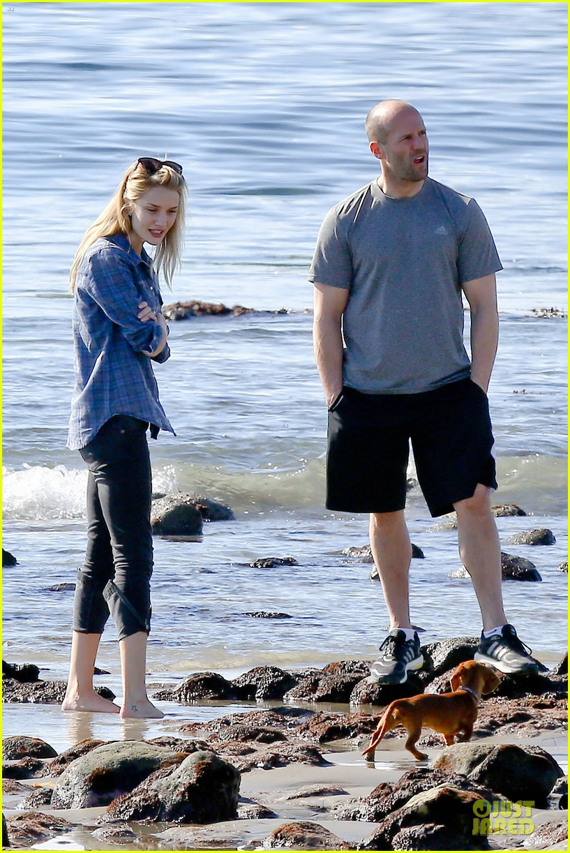 rosie huntington whiteley malibu beach with jason statham 033018630