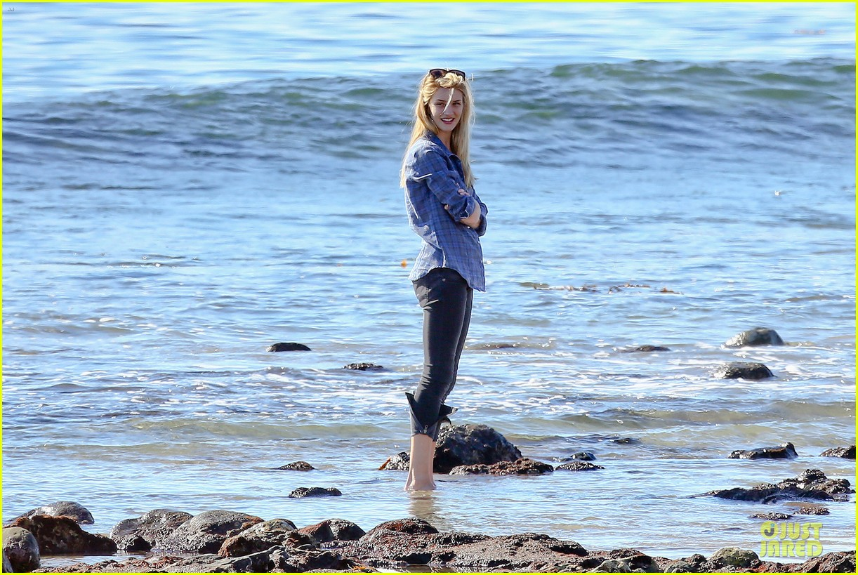 rosie huntington whiteley malibu beach with jason statham 063018633