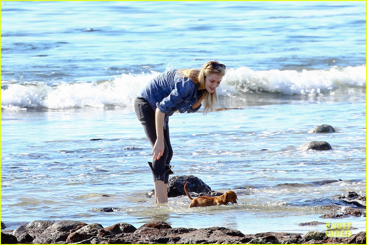 rosie huntington whiteley malibu beach with jason statham 093018636