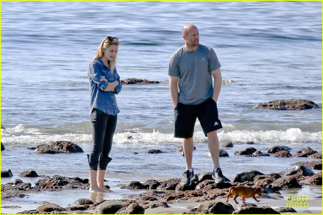 rosie huntington whiteley malibu beach with jason statham 123018639