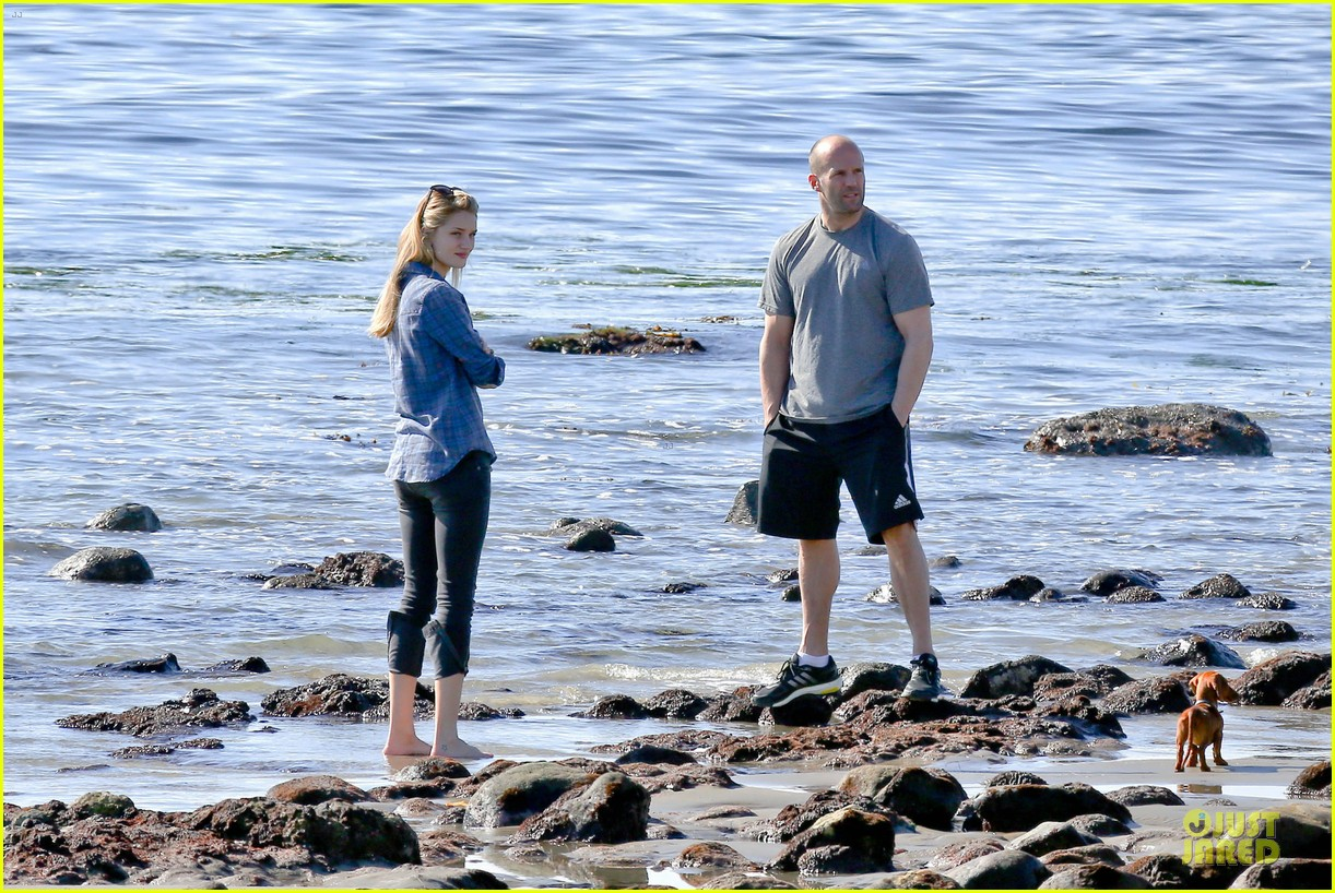 rosie huntington whiteley malibu beach with jason statham 133018640