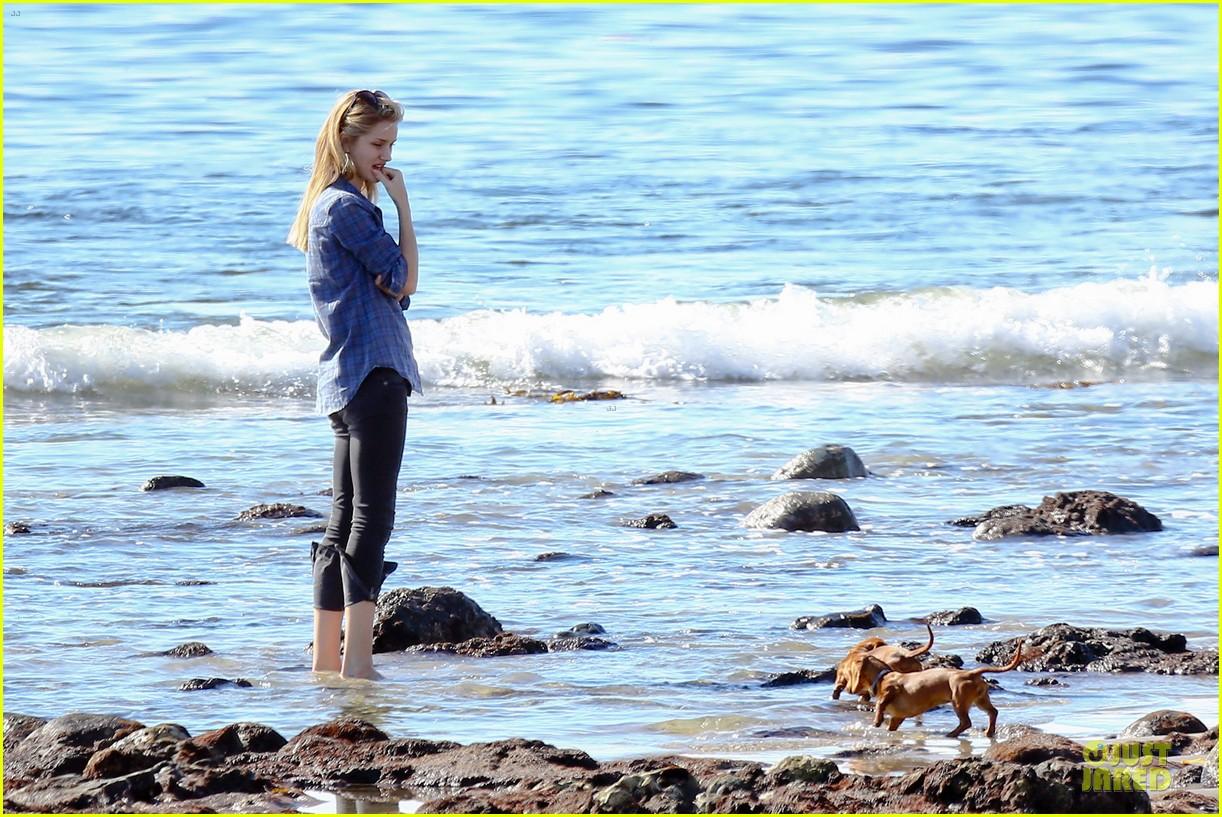 rosie huntington whiteley malibu beach with jason statham 153018642