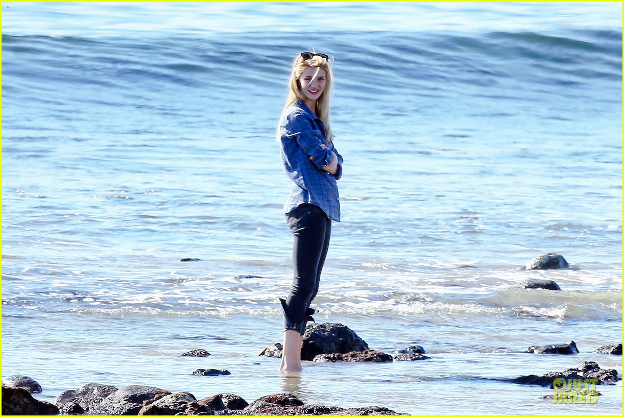 rosie huntington whiteley malibu beach with jason statham 213018648