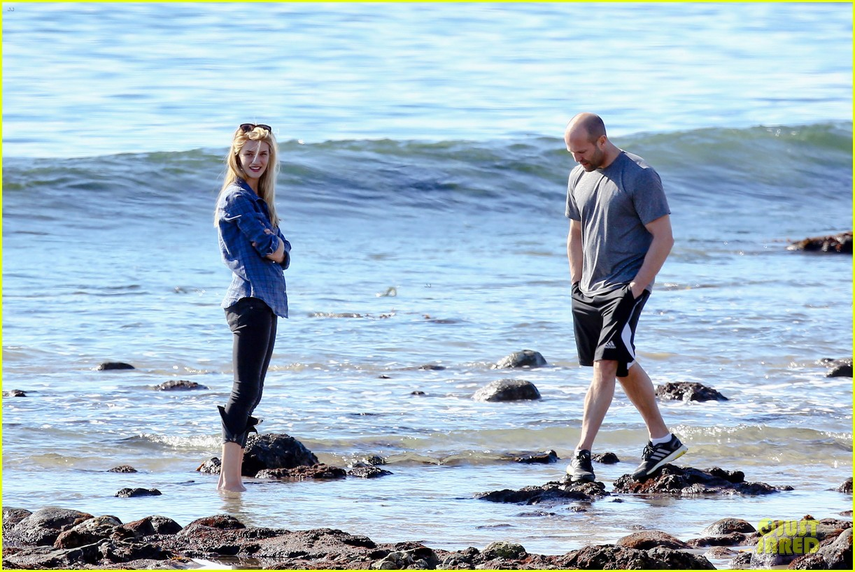 rosie huntington whiteley malibu beach with jason statham 223018649