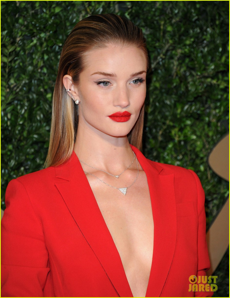 rosie huntington whiteley british fashion awards 2013 023003542