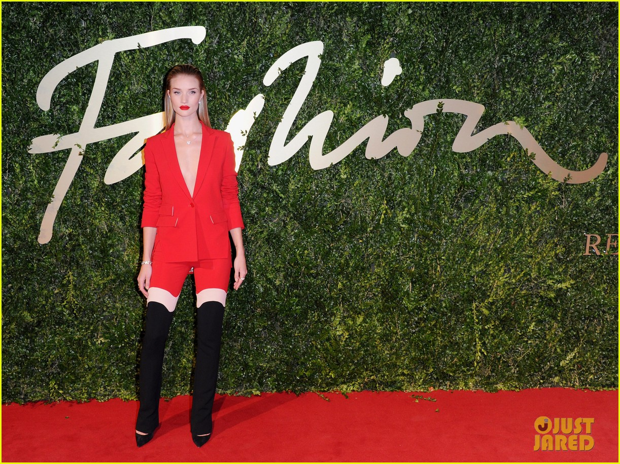 rosie huntington whiteley british fashion awards 2013 073003547