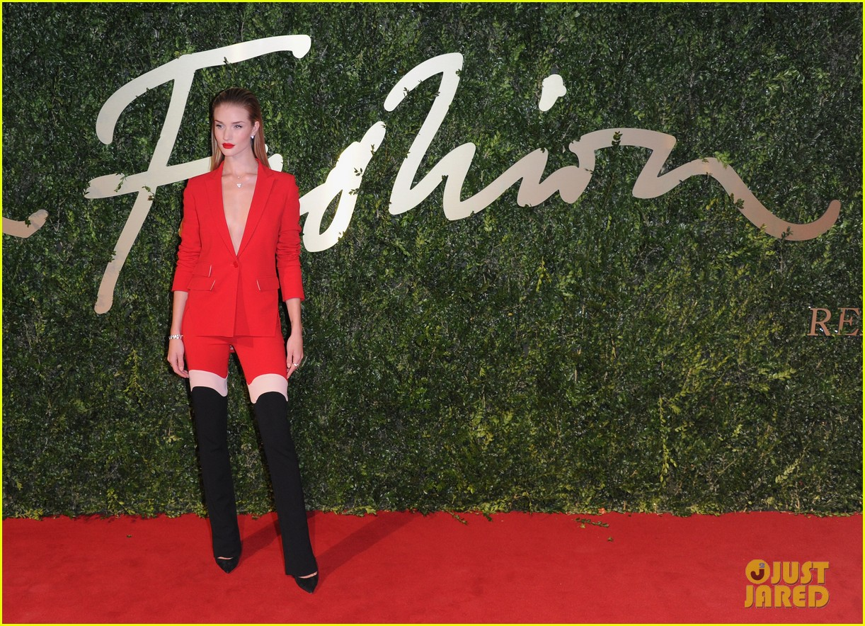 rosie huntington whiteley british fashion awards 2013 103003550