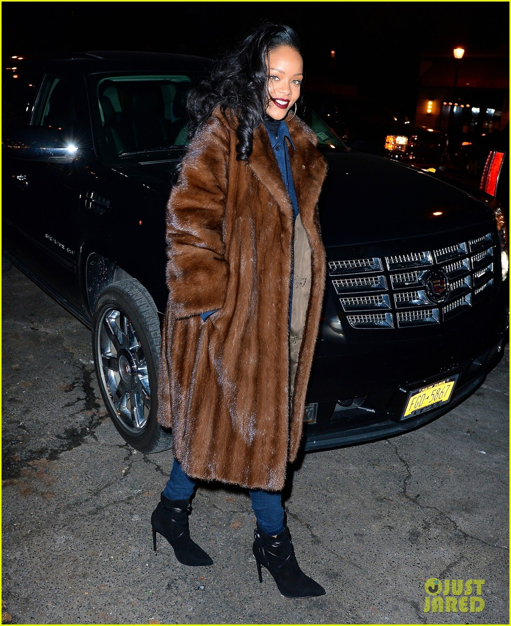 rihanna scores 13th number 1 hit with monster 013010686