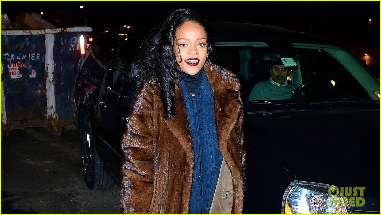rihanna scores 13th number 1 hit with monster 023010687