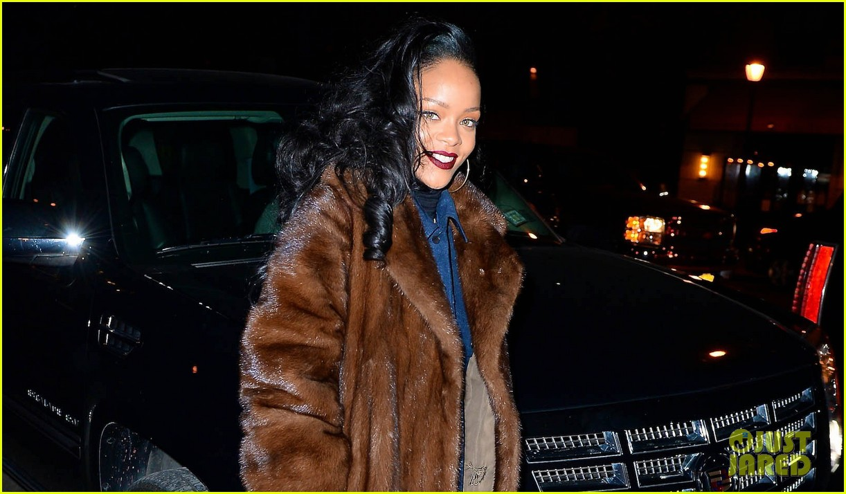 rihanna scores 13th number 1 hit with monster 033010688