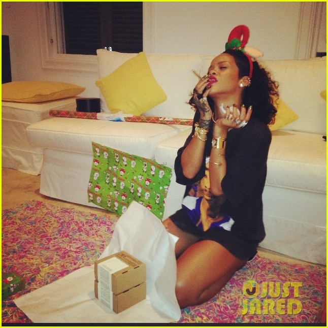 rihanna is a red nosed reindeer at her christmas eve party 013017566