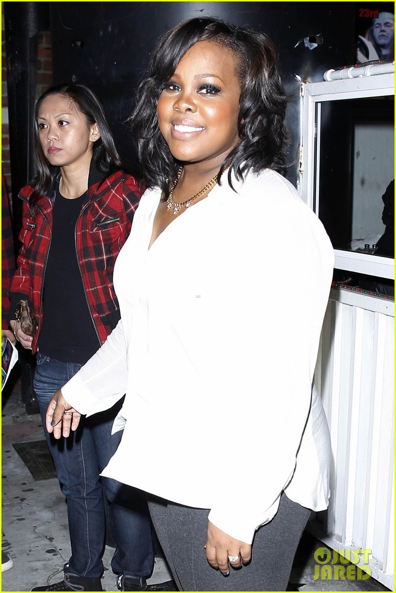amber riley holiday concert with tori kelly michelle williams 04