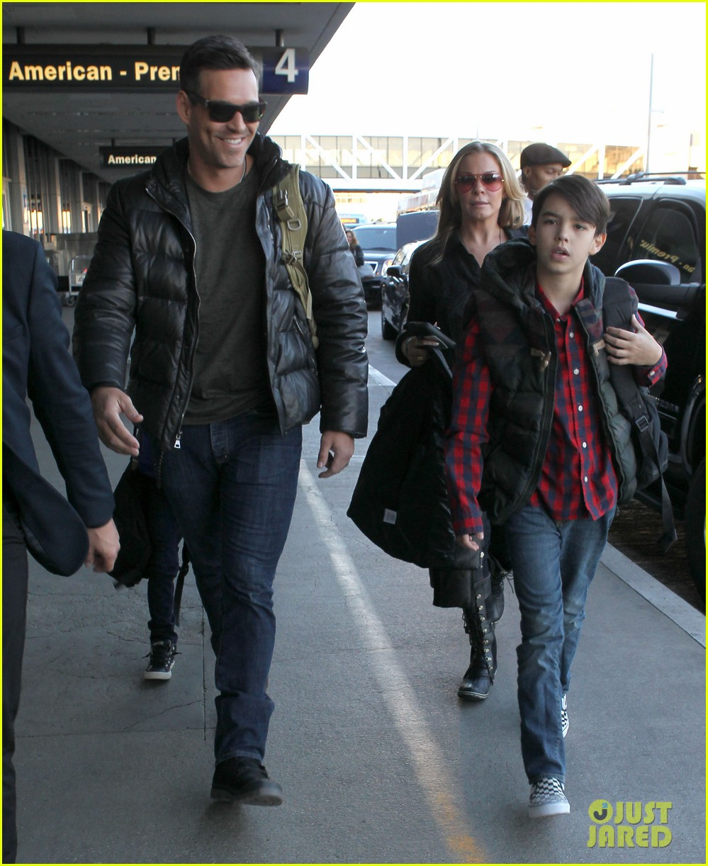 leann rimes eddie cibrian take off for snowboarding vacation 213019909
